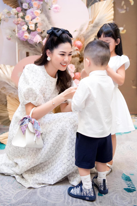 Sau 3 năm làm vợ đại gia hơn 16 tuổi, á hậu Thanh Tú sống sang chảnh như bà hoàng-2