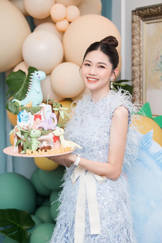 Sau 3 năm làm vợ đại gia hơn 16 tuổi, á hậu Thanh Tú sống sang chảnh như bà hoàng-3