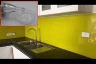 Mặt kính bếp dính dầu khó lau? Mách bạn mẹo dọn dẹp không để lại vết bẩn lại tiết kiệm thời gian