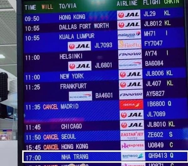 Hình ảnh tại sân bay đưa tro cốt nam thanh niên người Việt bị sát hại tại Nhật Bản trở về quê hương gây xúc động-1