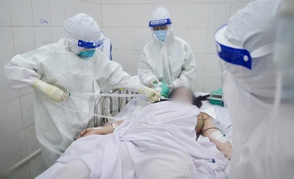 Cuộc chiến sinh tử cứu cả hai hoặc mất cả hai trong bệnh viện có 600 sản phụ là F0-3