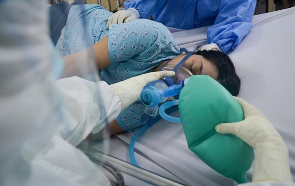 Cuộc chiến sinh tử cứu cả hai hoặc mất cả hai trong bệnh viện có 600 sản phụ là F0-5