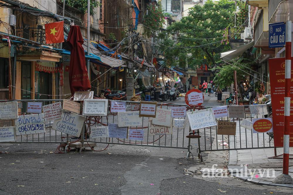 Hà Nội: Chợ phố cổ biển quảng cáo treo kín hàng rào, ai mua gì a lô có ngay không cần vào chợ-3