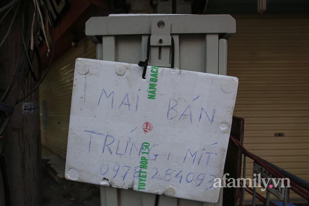 Hà Nội: Chợ phố cổ biển quảng cáo treo kín hàng rào, ai mua gì a lô có ngay không cần vào chợ-7