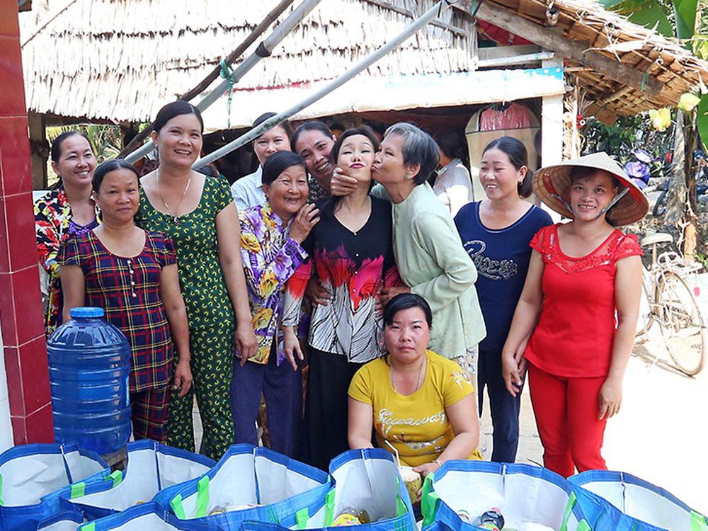 Việt Hương: Tôi không nói lại thì họ càng chửi, chửi ngày một nặng thêm-2