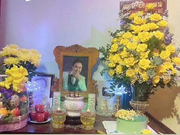 Hoài Linh chuẩn bị 1 món đặc biệt mừng sinh nhật cố NS Chí Tài ở nhà thờ Tổ, khiến Phương Loan xúc động chia sẻ ngay và luôn-1