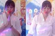 Phi Thanh Vân hai mắt sưng húp, livestream khóc nấc hối hận vì chưa thể làm điều này trước khi mẹ qua đời