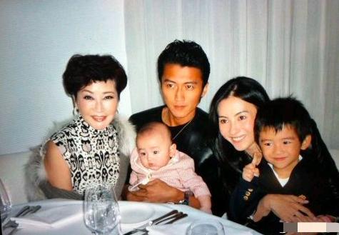 Cha Tạ Đình Phong tiết lộ quan hệ hiện giờ với hai cháu trai, hóa ra Trương Bá Chi đã cắt đứt với nhà họ Tạ từ lâu?-3