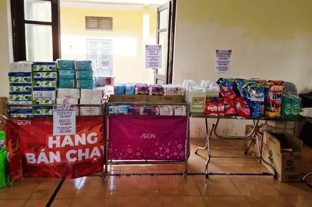 Chưa từng thấy ở Hà Nội, họp chợ bán rau trong nhà văn hoá-7