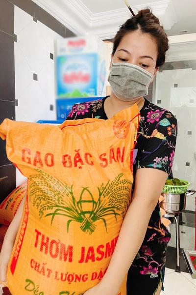 Trương Ngọc Ánh tặng 1 tấn gạo cho dân nghèo, muốn bán hết đồ đẹp làm việc thiện-2