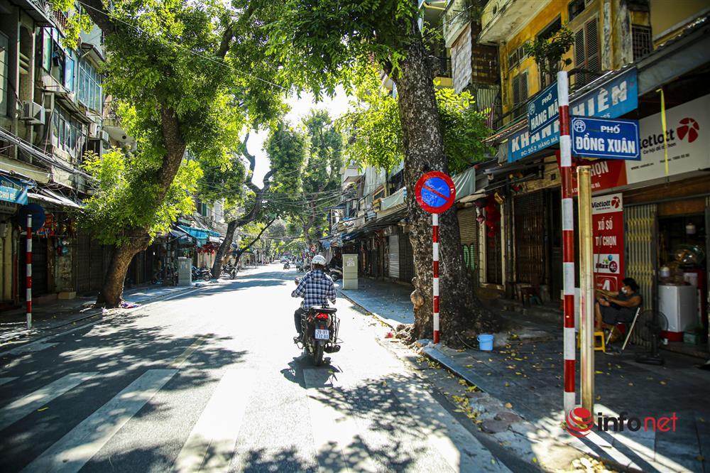 Phố Hàng Mã vắng lặng mùa Vu lan, một vài tiệm hé cửa bán-1