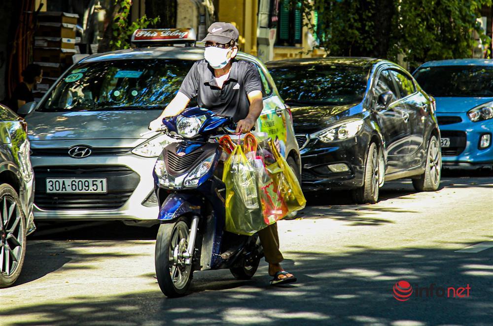 Phố Hàng Mã vắng lặng mùa Vu lan, một vài tiệm hé cửa bán-11