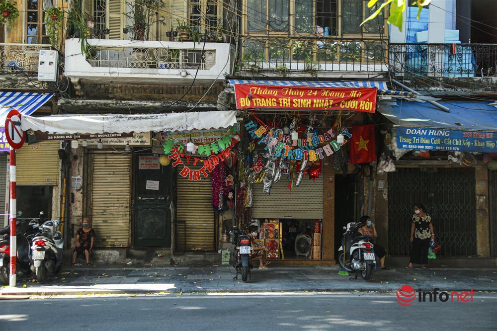 Phố Hàng Mã vắng lặng mùa Vu lan, một vài tiệm hé cửa bán-6