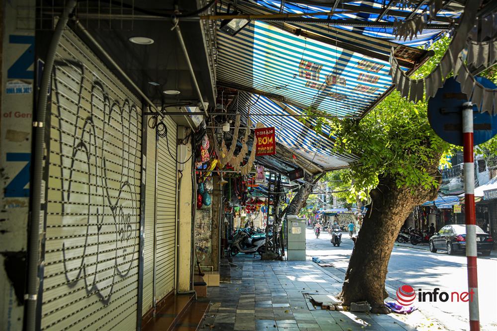 Phố Hàng Mã vắng lặng mùa Vu lan, một vài tiệm hé cửa bán-8