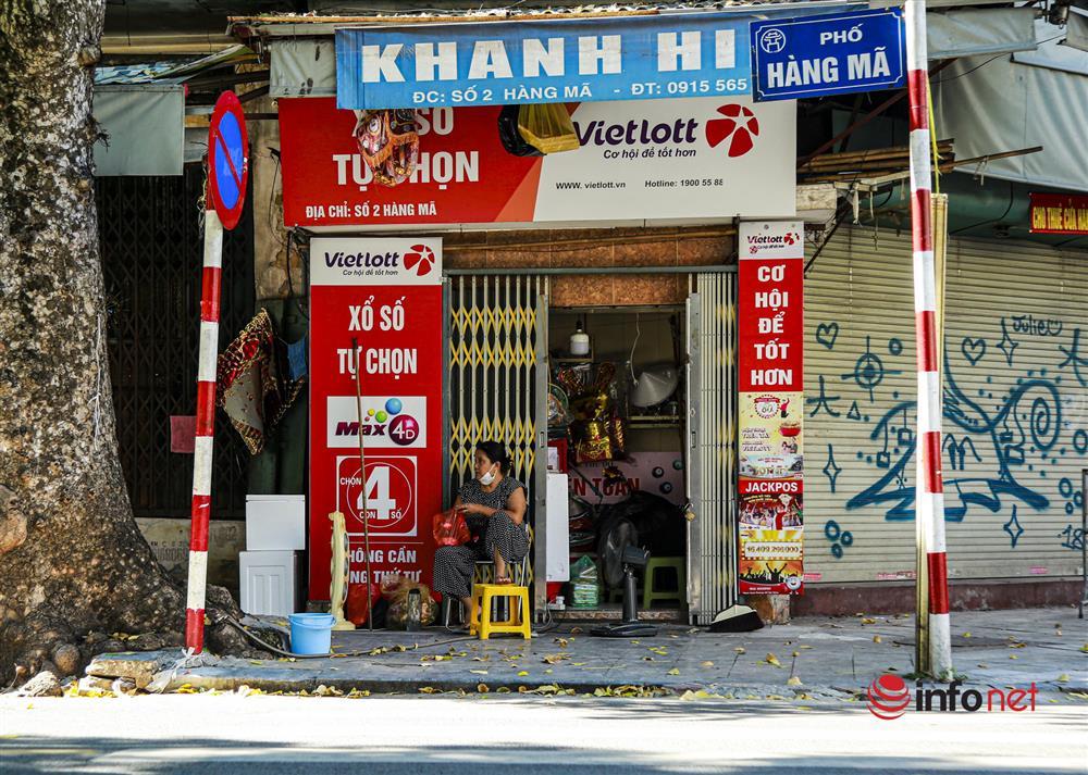 Phố Hàng Mã vắng lặng mùa Vu lan, một vài tiệm hé cửa bán-9