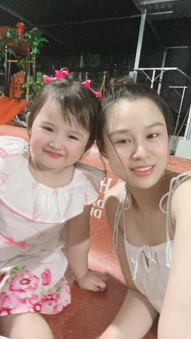 Con gái cố NS Vân Quang Long hồn nhiên mừng sinh nhật 3 tuổi, xót xa vì thiếu đi 1 điều sau 8 tháng bố qua đời-8