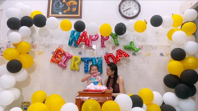 Con gái cố NS Vân Quang Long hồn nhiên mừng sinh nhật 3 tuổi, xót xa vì thiếu đi 1 điều sau 8 tháng bố qua đời-3