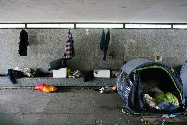 Nhiều người Anh thà vô gia cư còn hơn ở chung với cha mẹ-1