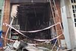 TP.HCM: Nhà 2 tầng cháy dữ dội, cảnh sát giải cứu 3 người mắc kẹt ra ngoài nhưng 1 người không qua khỏi-4