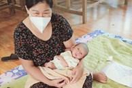 Mẹ mắc COVID-19, bố phải cách ly, bé sơ sinh lớn lên bằng bầu sữa xóm giềng