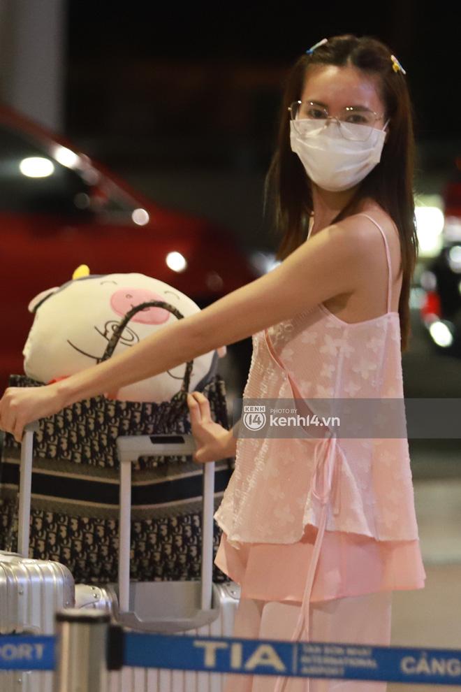 Hình ảnh giúp Ninh Dương Lan Ngọc thanh minh cho vụ tranh cãi mặc đồ ngủ ra sân bay?-3