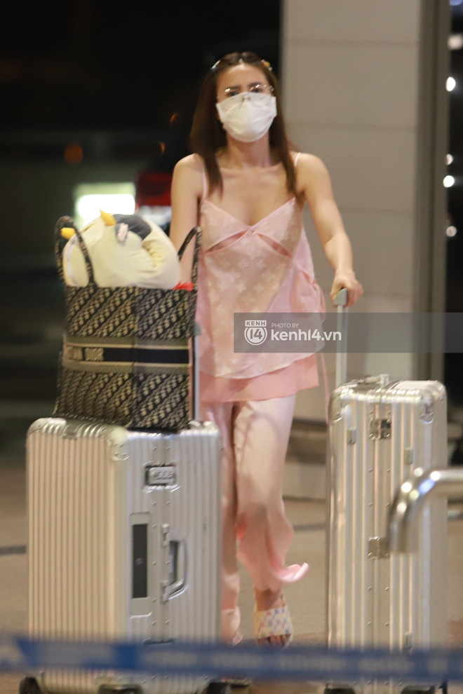 Hình ảnh giúp Ninh Dương Lan Ngọc thanh minh cho vụ tranh cãi mặc đồ ngủ ra sân bay?-4