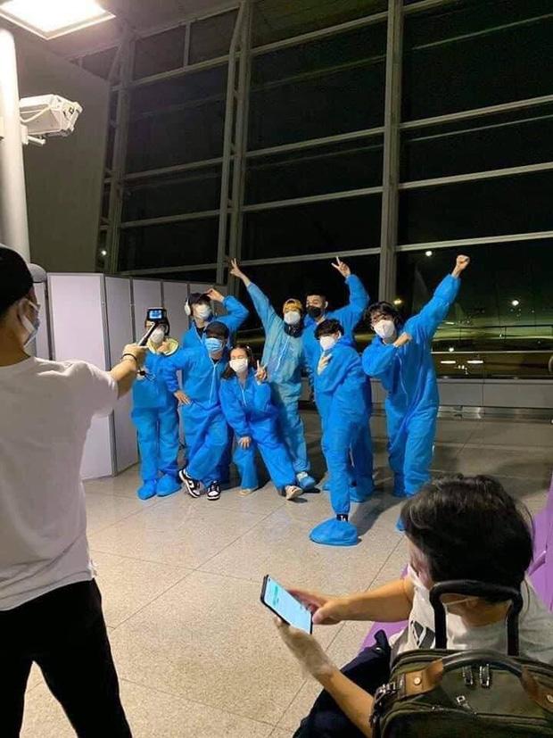 Hình ảnh giúp Ninh Dương Lan Ngọc thanh minh cho vụ tranh cãi mặc đồ ngủ ra sân bay?-5