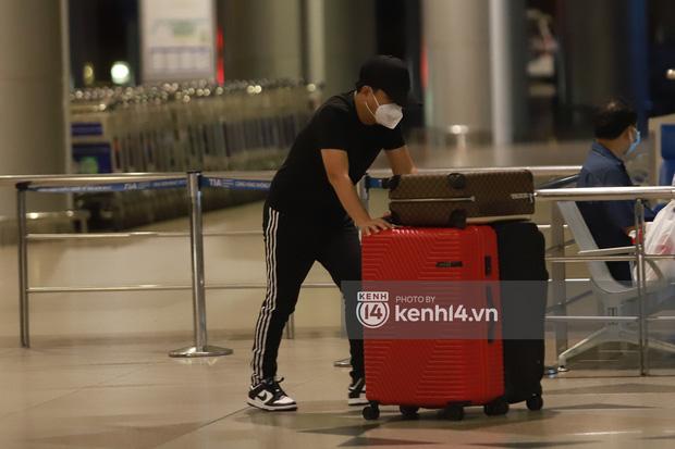 Hình ảnh giúp Ninh Dương Lan Ngọc thanh minh cho vụ tranh cãi mặc đồ ngủ ra sân bay?-7