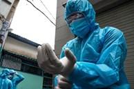 Mối nguy hiểm từ bàn tay lấy mẫu xét nghiệm Covid-19