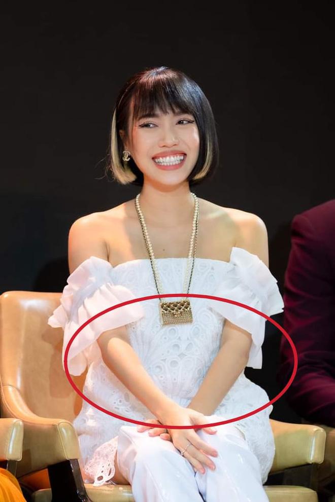 Giữa tin đồn sinh con, lại rộ thêm hình ảnh nghi Diệu Nhi mặc váy rộng che bụng to rõ khi đi sự kiện hồi tháng 5?-2