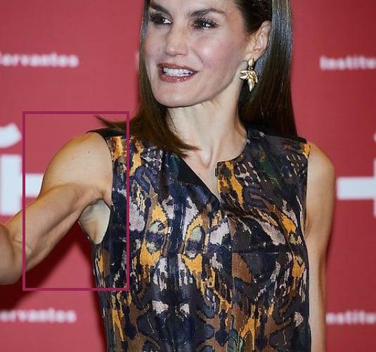 Hoàng hậu Tây Ban Nha nhiều lần diện đầm lộ vai gân guốc thô cứng, còn đâu là biểu tượng mặc đẹp hơn Kate-3