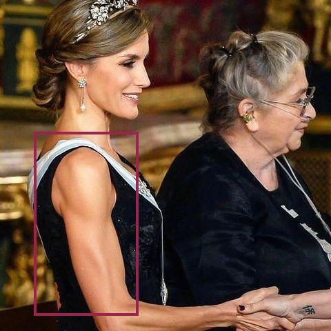 Hoàng hậu Tây Ban Nha nhiều lần diện đầm lộ vai gân guốc thô cứng, còn đâu là biểu tượng mặc đẹp hơn Kate-4