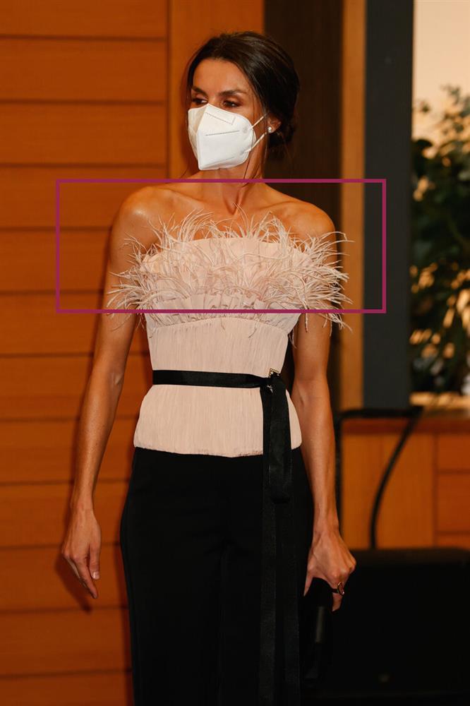 Hoàng hậu Tây Ban Nha nhiều lần diện đầm lộ vai gân guốc thô cứng, còn đâu là biểu tượng mặc đẹp hơn Kate-6