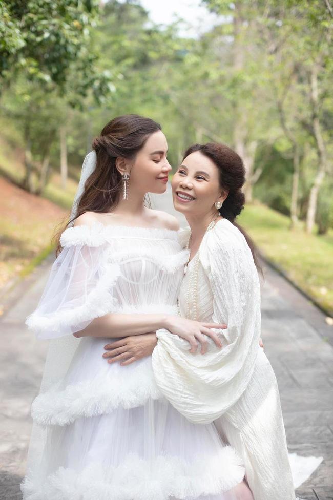 Nhữngngười phụ nữ quyền lực của sao Việt: Nhà Đông Nhi - Ông Cao Thắng quá sang, mẹ Hà Hồ gây bất ngờ vì điều này-1