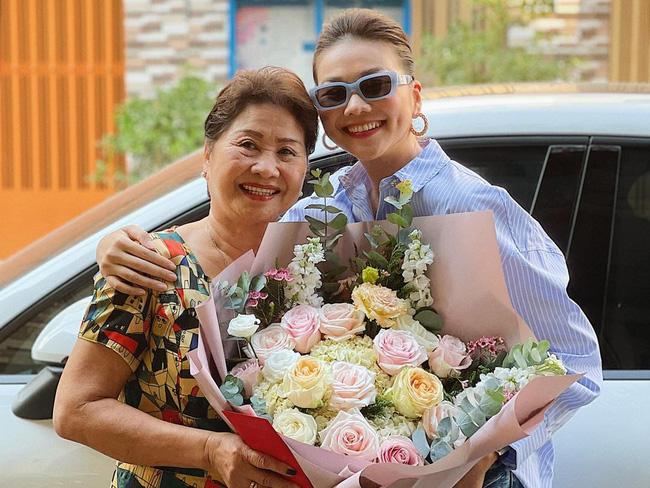 Nhữngngười phụ nữ quyền lực của sao Việt: Nhà Đông Nhi - Ông Cao Thắng quá sang, mẹ Hà Hồ gây bất ngờ vì điều này-4