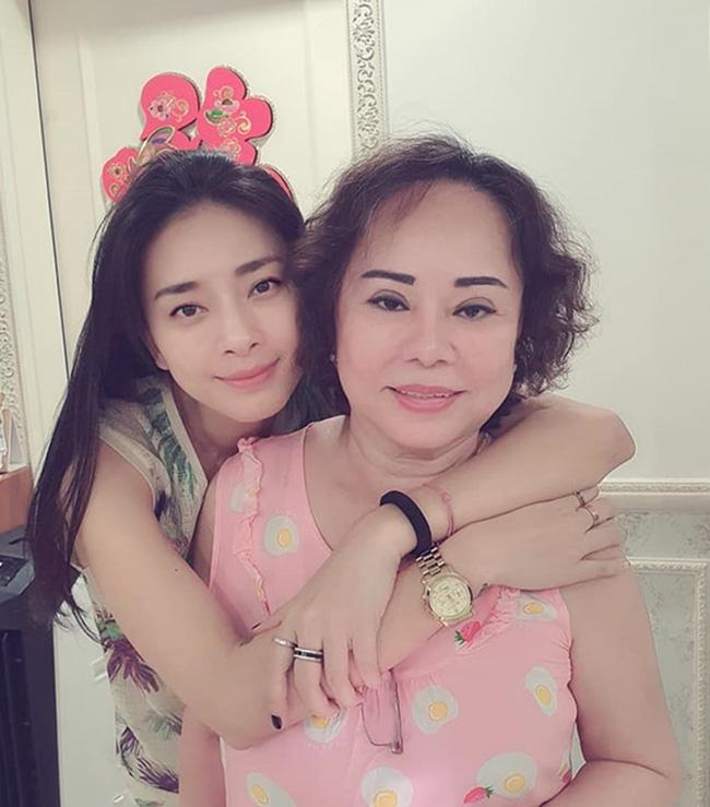 Nhữngngười phụ nữ quyền lực của sao Việt: Nhà Đông Nhi - Ông Cao Thắng quá sang, mẹ Hà Hồ gây bất ngờ vì điều này-7
