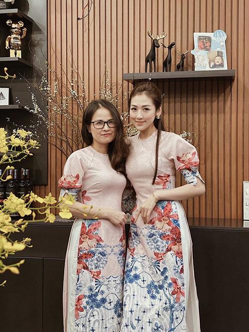 Nhữngngười phụ nữ quyền lực của sao Việt: Nhà Đông Nhi - Ông Cao Thắng quá sang, mẹ Hà Hồ gây bất ngờ vì điều này-8