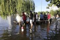 Hải Phòng: Đường ngập lụt sau mưa lớn khiến 2 chị em sẩy chân ngã xuống hồ tử vong
