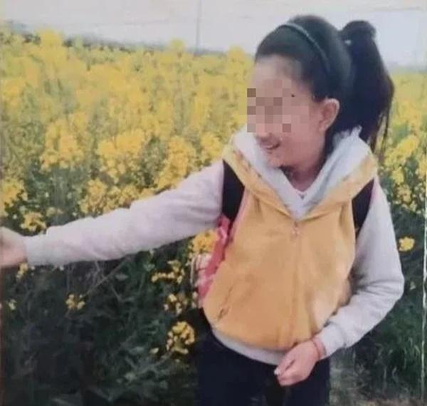 Tìm được thi thể con gái mất tích 2 tuần dưới giếng sâu lấp đầy đất, bố mẹ ân hận tột cùng khi hung thủ chính là kẻ không ai ngờ đến-1