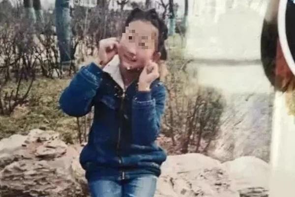 Tìm được thi thể con gái mất tích 2 tuần dưới giếng sâu lấp đầy đất, bố mẹ ân hận tột cùng khi hung thủ chính là kẻ không ai ngờ đến-2