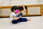 Clip siêu dễ thương của con gái Nhã Phương - Trường Giang: Vừa lau dọn nhà cửa, vừa hát líu lo đợi ba về-5