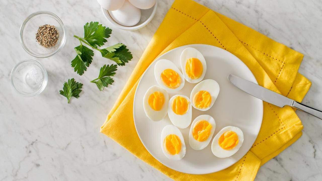Luộc trứng bằng nước sôi hay lạnh, nhiều người làm sai bảo sao trứng nứt vỏ, không ngon-4