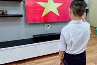 Có một khai giảng thật khác: Phụ huynh không khoe ảnh con tưng bừng cờ hoa, chỉ đứng trước màn hình TV, máy tính nghe tiếng trống khai trường