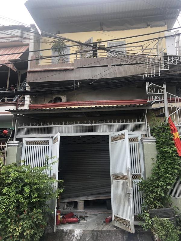 TP.HCM: Nhà 2 tầng cháy dữ dội, cảnh sát giải cứu 3 người mắc kẹt ra ngoài nhưng 1 người không qua khỏi-1
