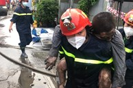 TP.HCM: Nhà 2 tầng cháy dữ dội, cảnh sát giải cứu 3 người mắc kẹt ra ngoài nhưng 1 người không qua khỏi
