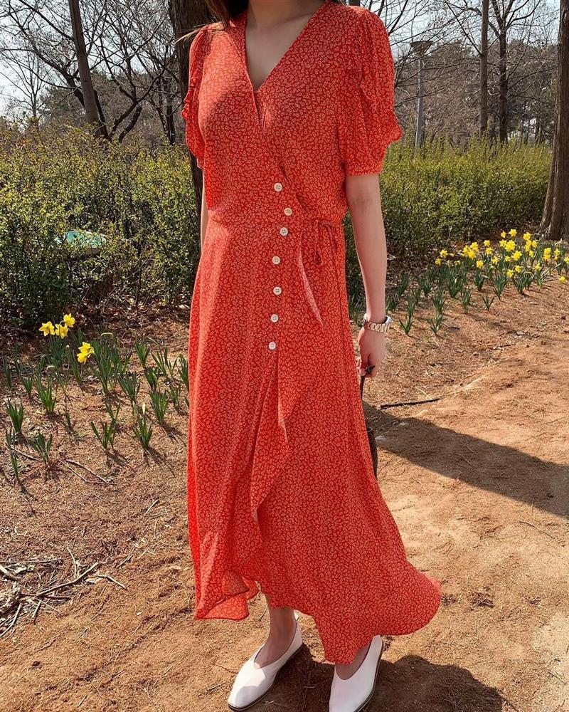 Đây là mẫu váy hot nhất đầu thu 2021: Mặc lên sang chảnh ngút ngàn, dù chỉ mua với giá bình dân-6