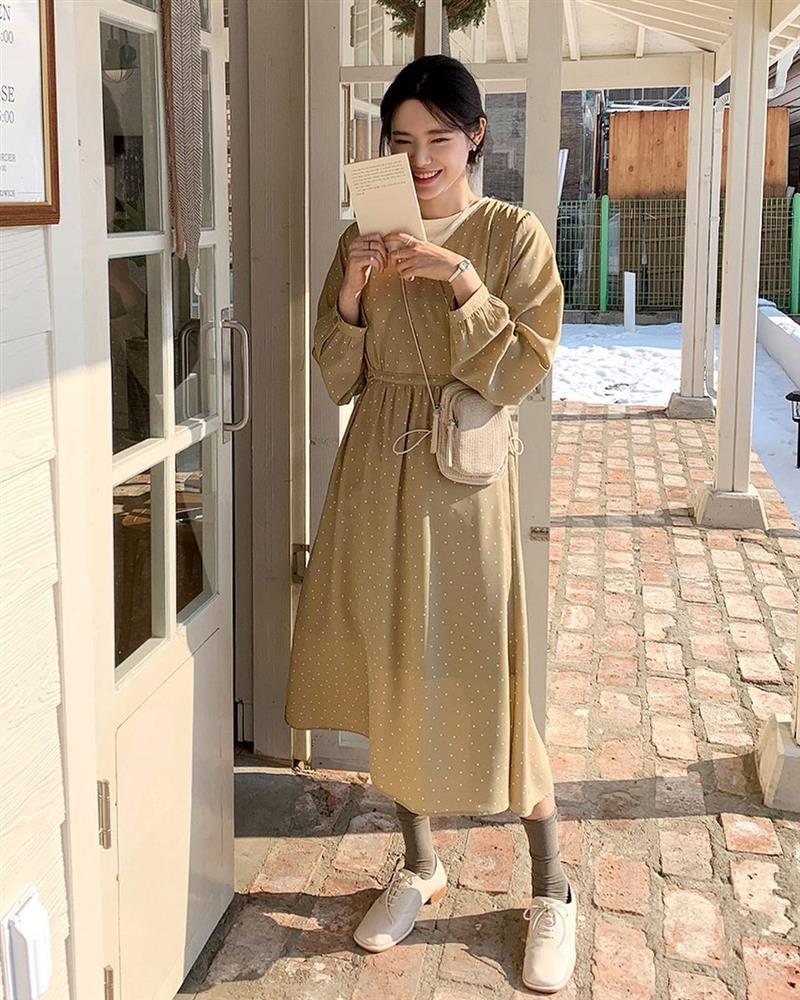 Đây là mẫu váy hot nhất đầu thu 2021: Mặc lên sang chảnh ngút ngàn, dù chỉ mua với giá bình dân-8