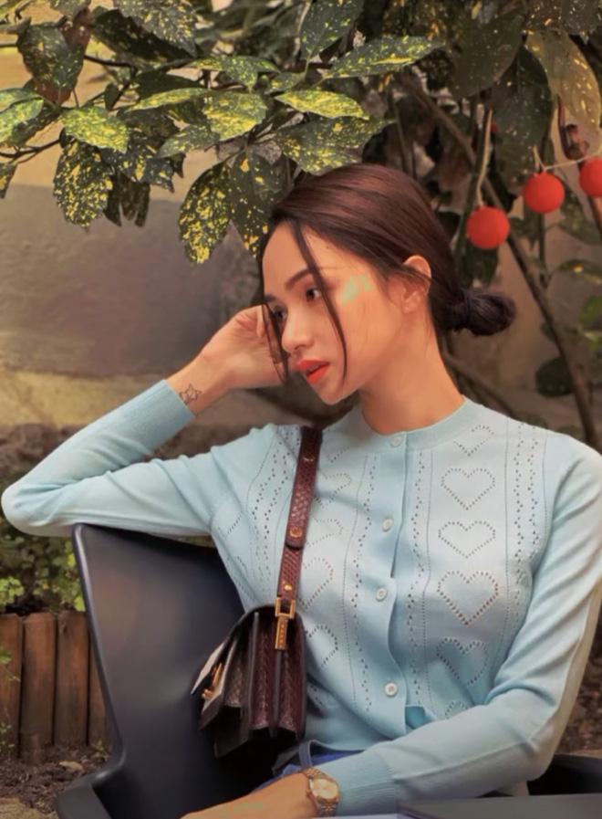 Rò rỉ loạt ảnh hiếm của Hương Giang trước khi đóng băng MXH: Check in lẻ bóng, đôi mắt buồn rười rượi gây lo lắng?-4