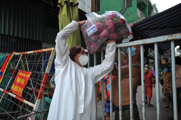 Không kêu gọi 1 đồng từ thiện, Việt Hương vẫn có hành động đáng khâm phục giữa lúc showbiz gặp bão sao kê-5