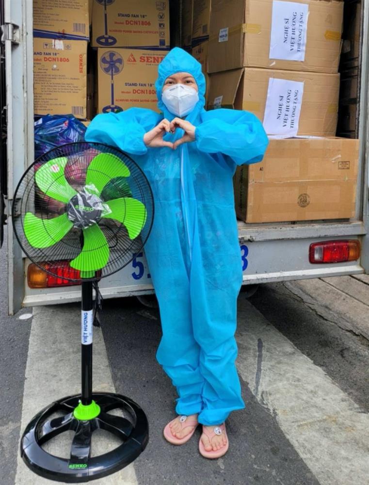 Xe tải chở đồ từ thiện của Việt Hương bị trộm bẻ khóa lấy hết giấy tờ, nữ danh hài khẩn thiết kêu gọi trả lại-3